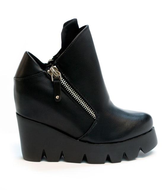Μποτάκι μαύρο πλατφόρμα με τρακτερωτο πάτο (εσωτερικό τακούνι) παπούτσια   πλατφόρμες