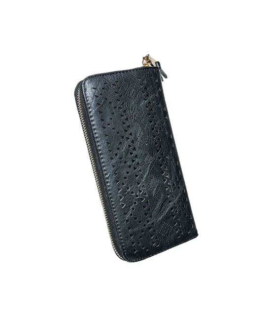 Πορτοφόλι δερματίνη με τρυπητά γεωμετρικά σχέδια Μαύρο