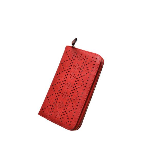 Διπλό πορτοφόλι δερματίνη με τρυπητά γεωμετρικά σχέδια Κόκκινο