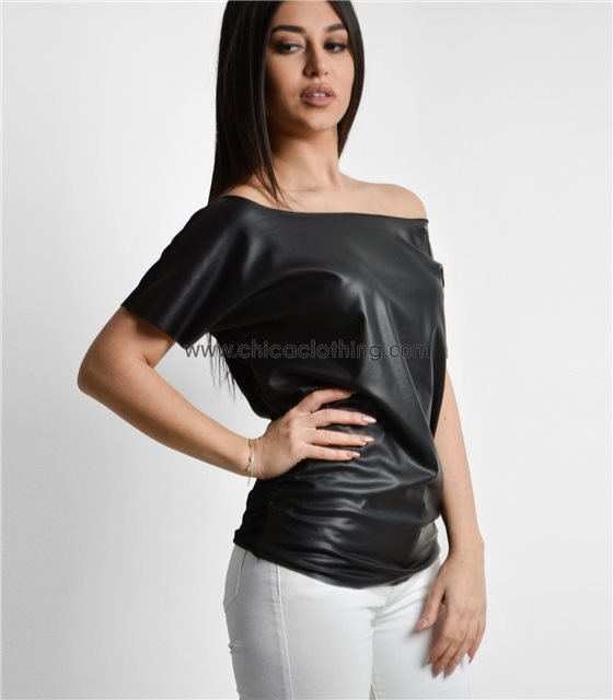 Sleeveless faux leather blouze