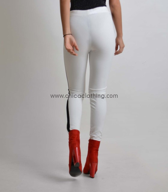 Λευκό ελαστικό παντελόνι με μαύρες λεπτομέρειες στο πλάι