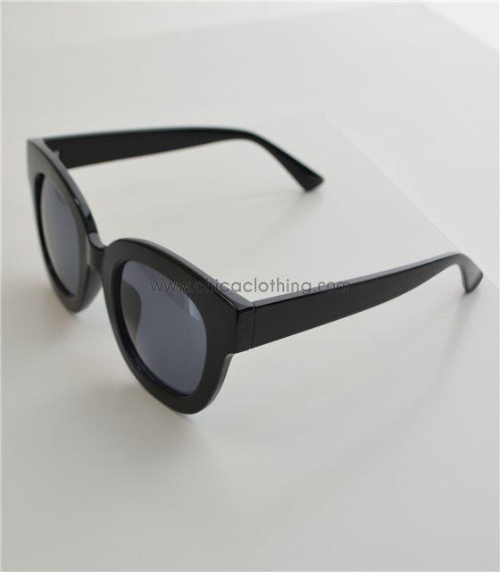 Τετράγωνα γυαλιά ηλίου με μαύρο φακό και σκελετό