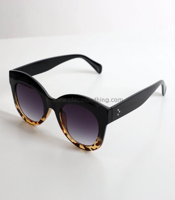 Γυαλιά με μαύρο βραχίονα και λεπτομέρεια ταρταρούγα