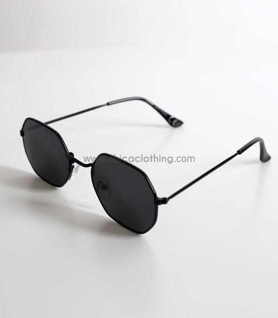 Γυαλιά ηλίου με πολύγωνο σκελετό και μαύρο φακό