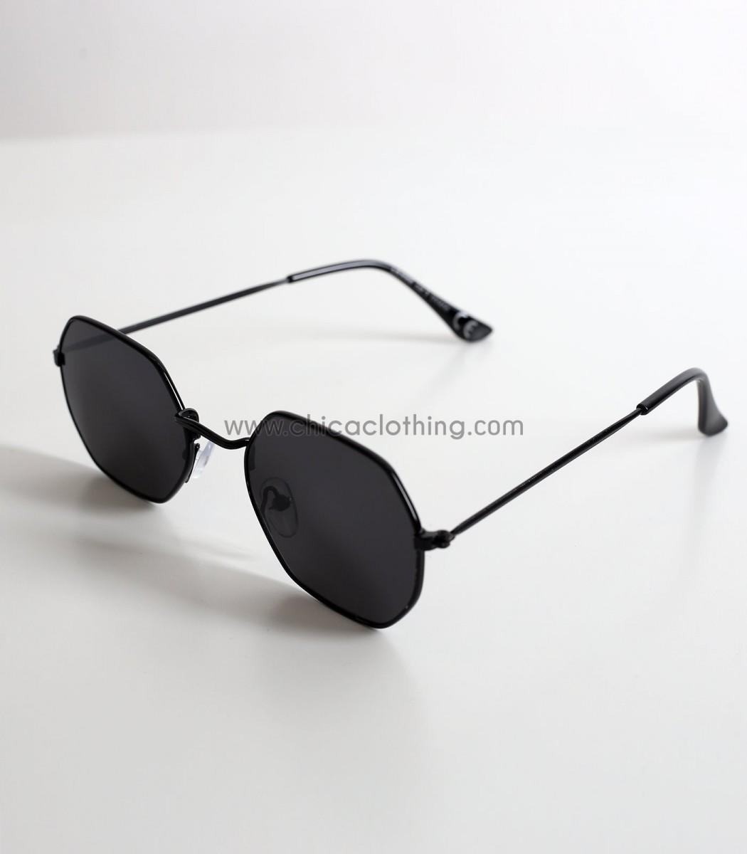 b94f0a5767 Γυναικεία γυαλιά ηλίου με πολύγωνο σκελετό και μαύρο φακό
