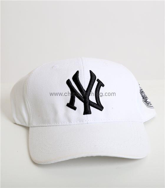 """Μαύρο καπέλο jockey με χρυσή επιγραφή """"New York"""""""