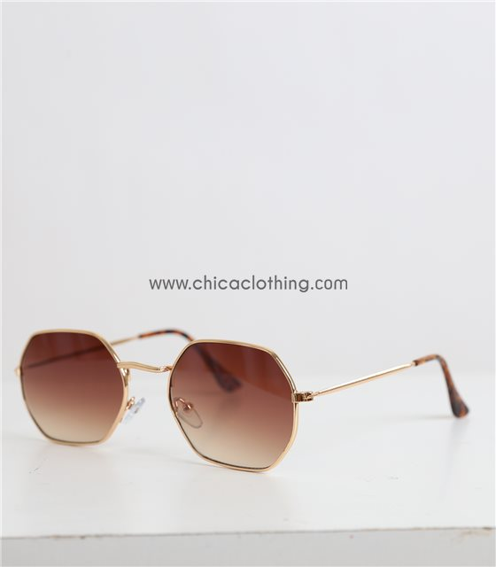 Γυαλιά ηλίου με πολύγωνο χρυσό σκελετό και καφέ φακό