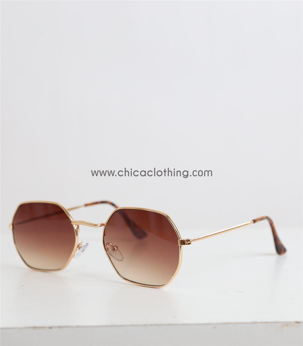 d6ee7548795 Γυναικεία γυαλιά ηλίου με πολύγωνο χρυσό σκελετό και καφέ φακό