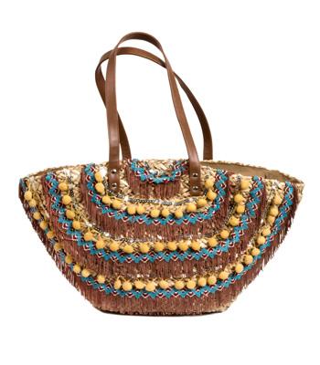 Ψάθινη τσάντα με μπεζ πομ πομ και κάμελ κρόσια