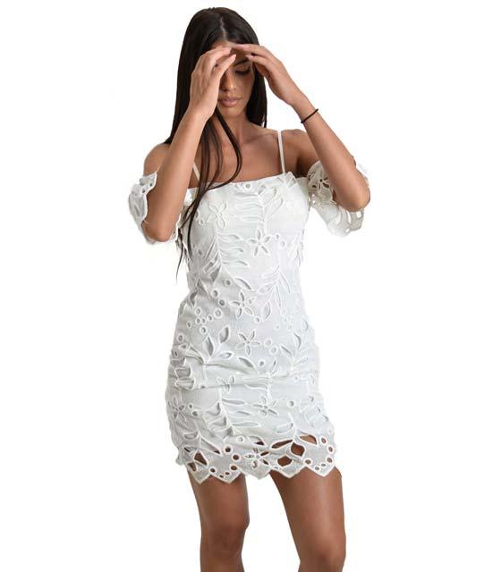 Κιπούρ εφαρμοστό λευκό φόρεμα με ανοιχτούς ώμους ρούχα   φορέματα