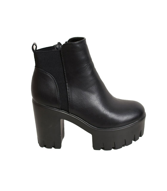 Black boots with elastic details
