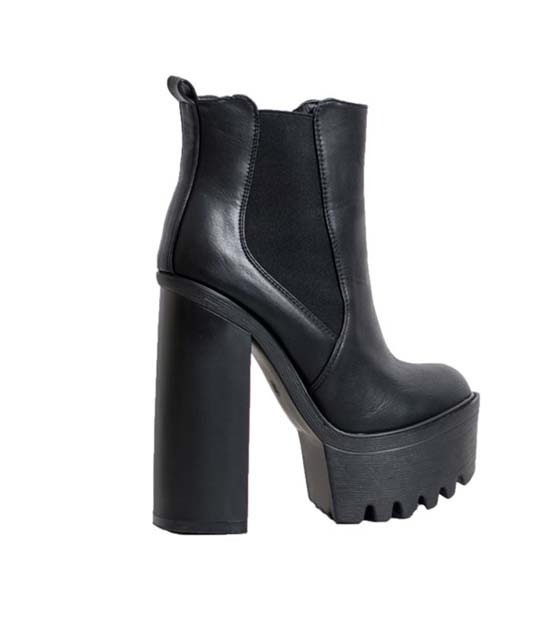 Fox leather booties with elastic detail (black)