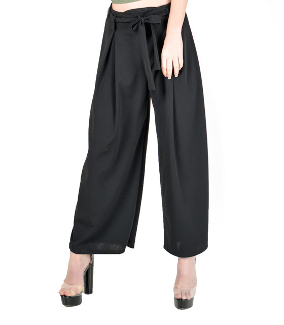 Highweisted black trousers
