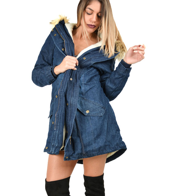 Demin jacket with faux fur