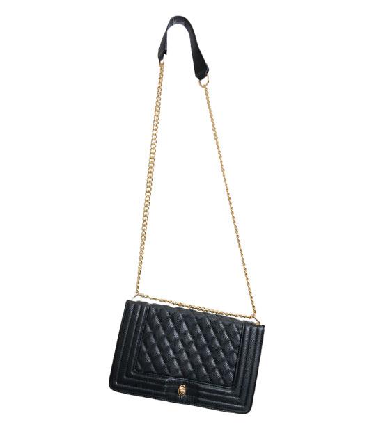 Τσάντα καπιτονέ μαύρη με αλυσίδα