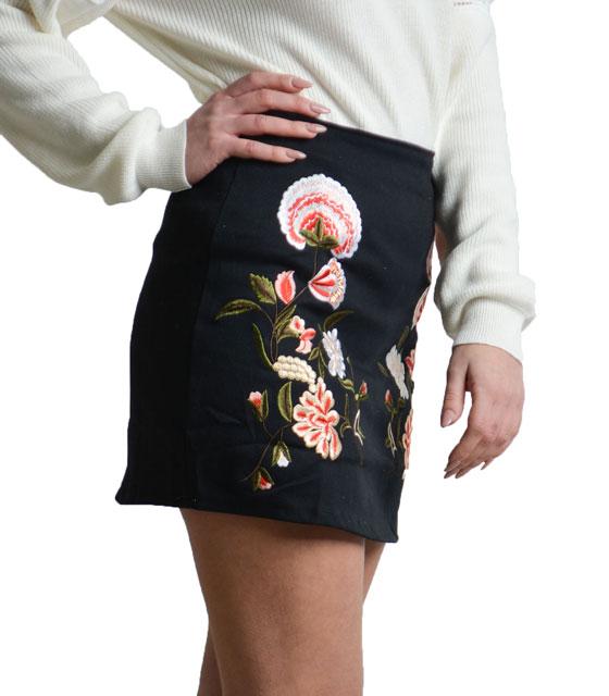 Φούστα με floral κέντημα