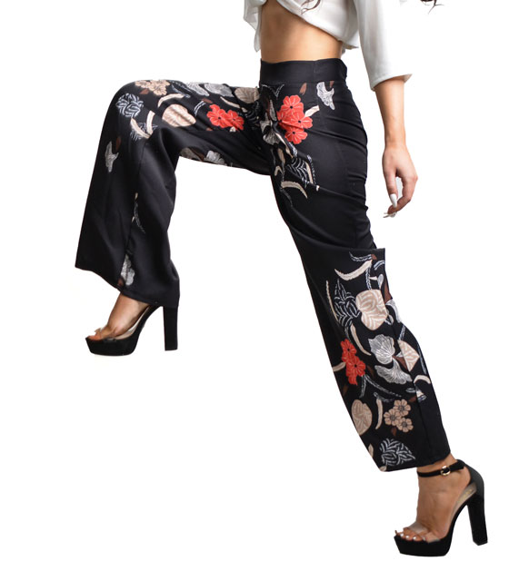 Black trousers with drawing flowers