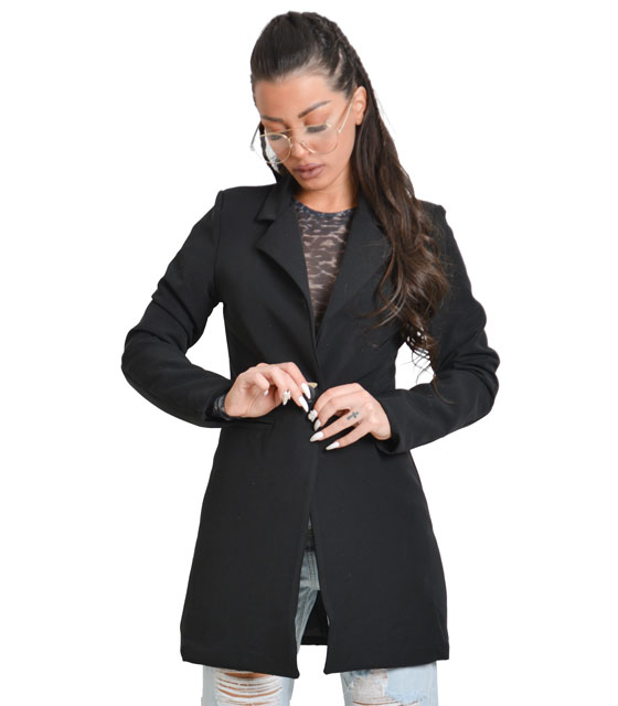 Black jacket with button and two reliastes pockets