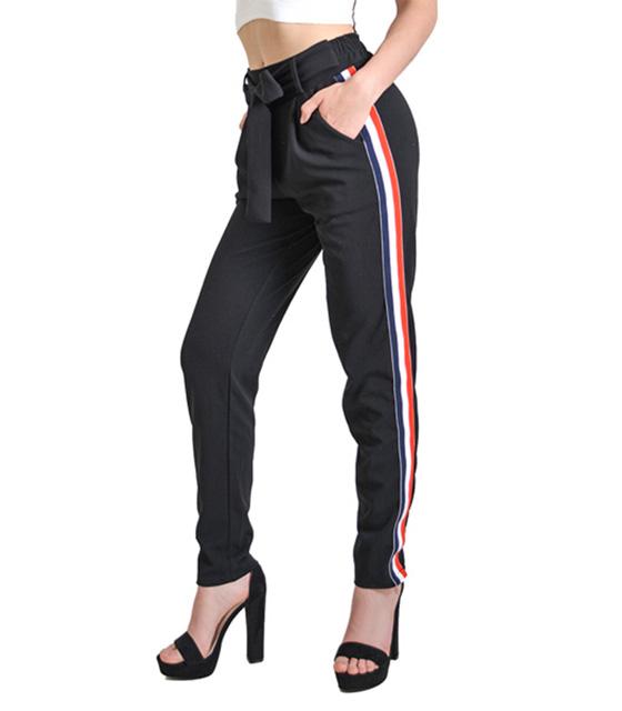 Μαύρο παντελόνι με ρίγα στο πλάι και λεπτομέρεια ζώνη