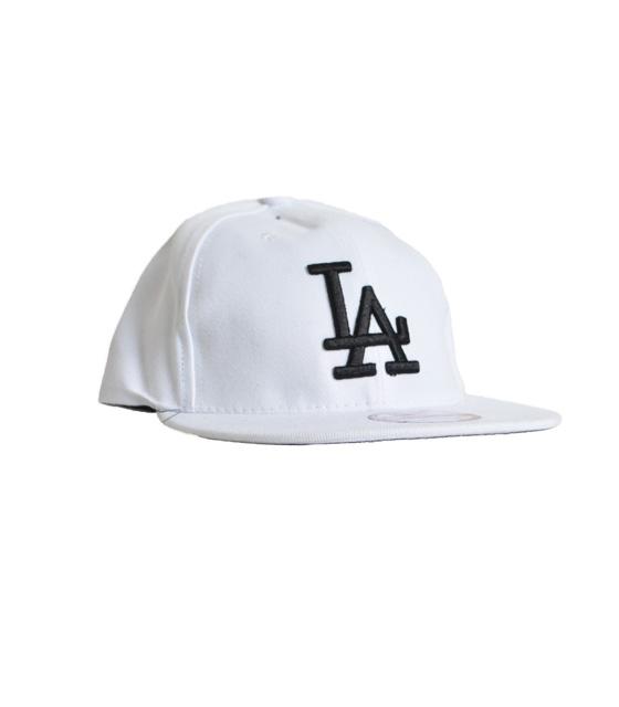 """Καπέλο λευκό με λεπτομέρεια """"LA"""""""