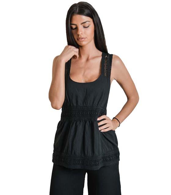 Μαύρη μπλούζα με κεντητό σχέδιο και τιράντες
