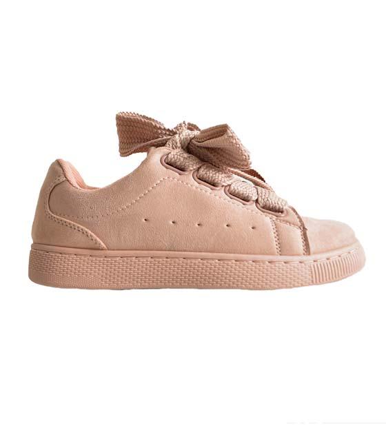 Ροζ sneaker σουέτ με δύο διαφορετικά κορδόνια