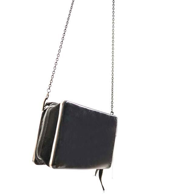 Τσάντα ώμου μικρή με αλυσίδα