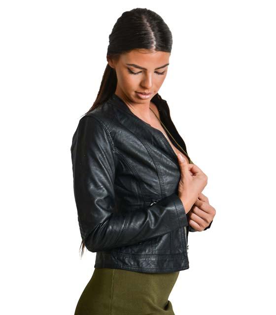 Μαύρο jacket δερματίνη με κούμπωμα στο λαιμό