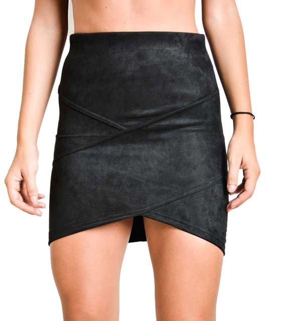 Μαύρη φούστα σουέτ με ασύμμετρο τελείωμα