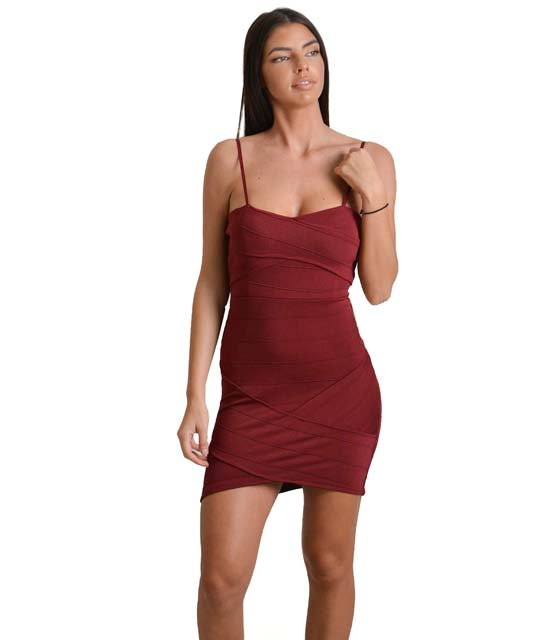 Μπορντό εφαρμοστό φόρεμα στράπλες