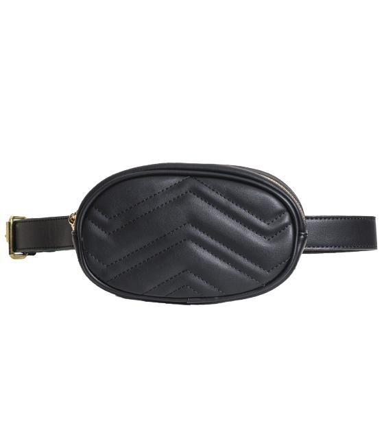 Μαύρη τσάντα δερματίνη με ζώνη και χρυσή αλυσίδα