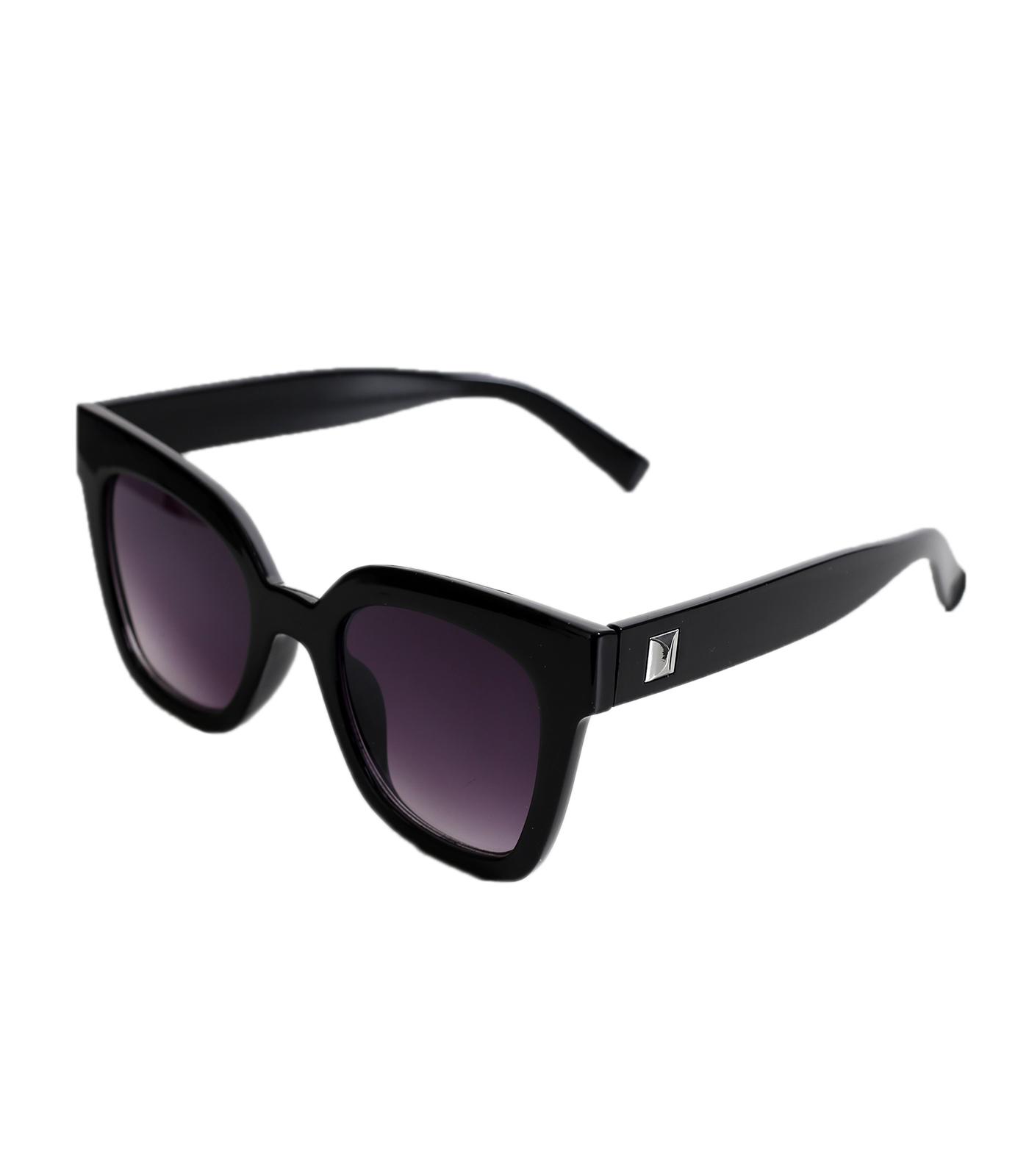 Γυαλιά ηλίου με μαύρο σκελετό και ασημί λεπτομέρεια στο πλάι αξεσουάρ   γυαλιά
