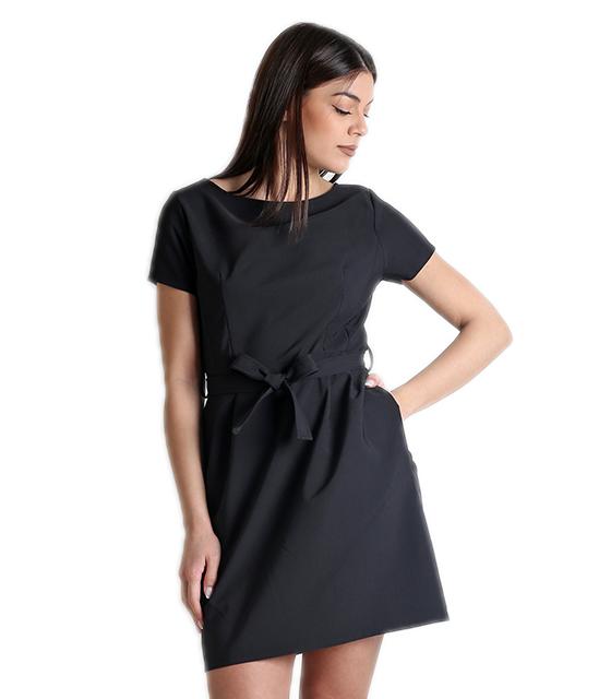 Μαύρο φόρεμα με κρυφό φερμουάρ και ζώνη