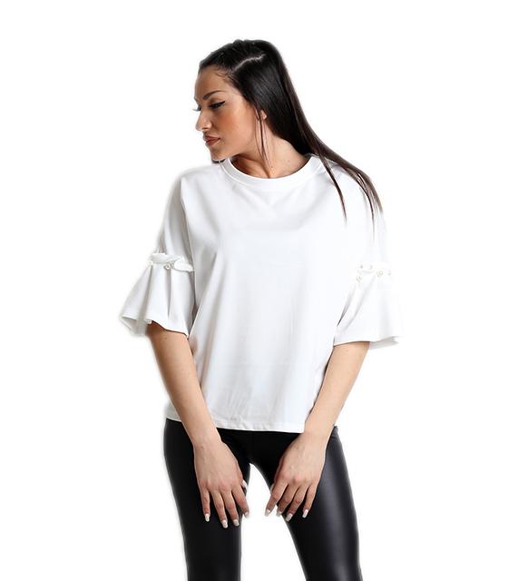 Λευκή μπλούζα με πέρλες στο μανίκι