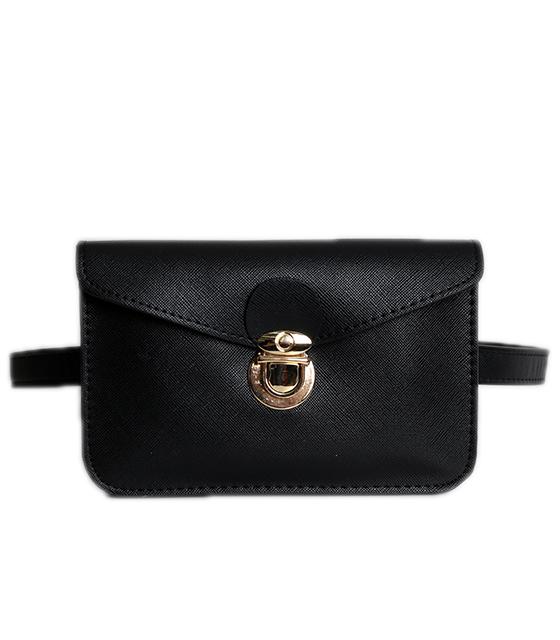 Μαύρη τσάντα δερματίνη με χρυσό κούμπωμα