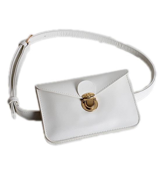 Λευκή τσάντα δερματίνη με χρυσό κούμπωμα