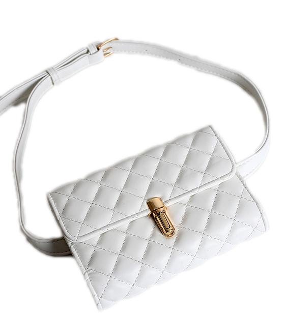 Λευκή τσάντα καπιτονέ με χρυσό κούμπωμα