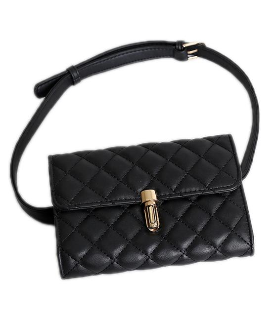 Μαύρη τσάντα καπιτονέ με χρυσό κούμπωμα