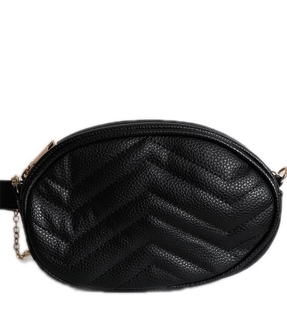 Μαύρη τσάντα δερματίνη με χρυσό φερμουάρ και αλυσίδα