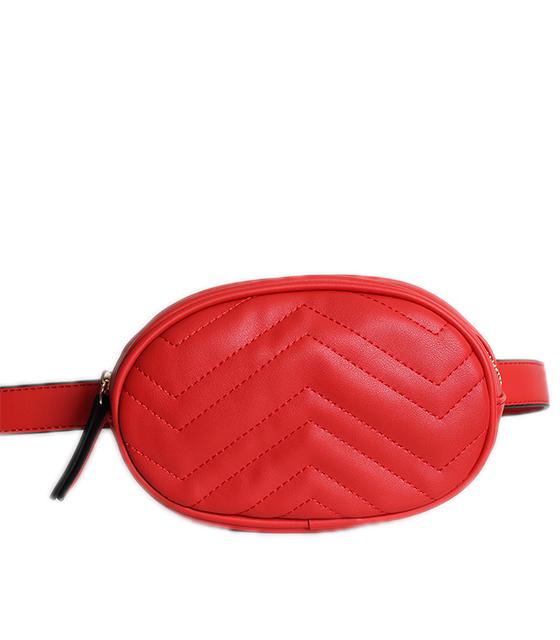 Κόκκινη τσάντα δερματίνη με ζώνη και φερμουάρ