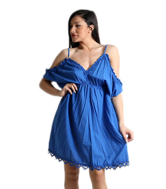 Μπλε φόρεμα με σούρα και κεντετή λεπτομέρεια