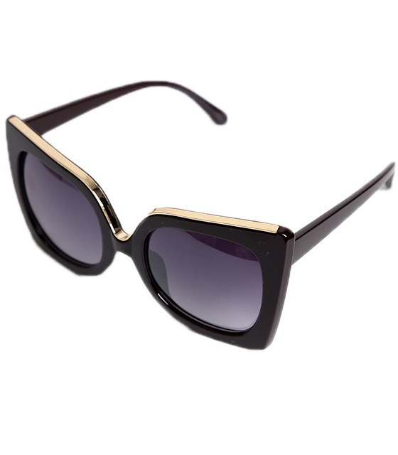 Μαύρα τετράγωνα γυαλιά με χρυσή λεπτομέρεια