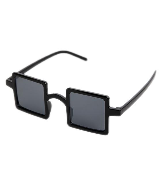 Μαύρα τετράγωνα γυαλιά ηλίου με μαύρο σκελετό