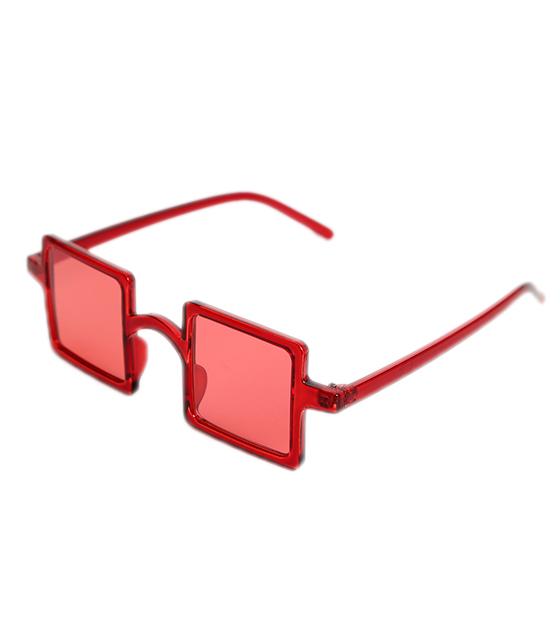 Κόκκινα τετράγωνα γυαλιά ηλίου με κόκκινο σκελετό