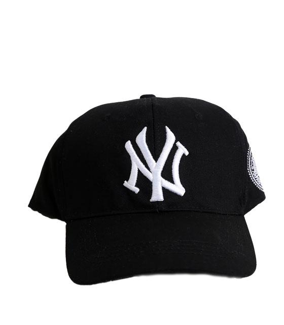 """Μαύρο καπέλο jockey με λευκή επιγραφή """"New York"""""""