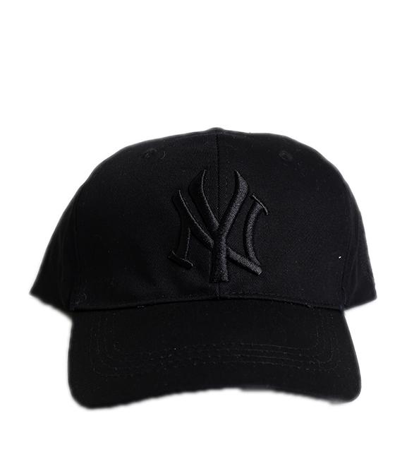 """Μαύρο καπέλο jockey με μαύρη επιγραφή """"New York"""""""