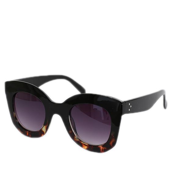 Μαύρα γυαλιά ηλίου με λεπτομέρεια ταρταρούγα