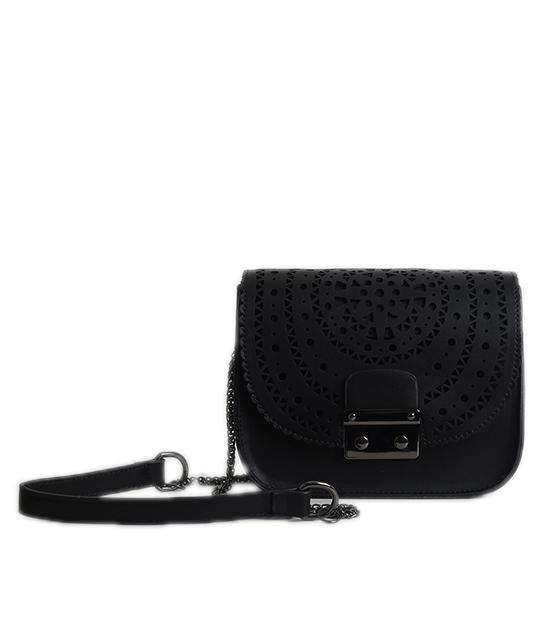Μαύρη τσάντα με διάτρητο σχέδιο