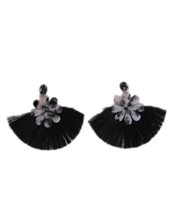 Μαύρα σκουλαρίκια με λεοπάρ λεπτομέρεια